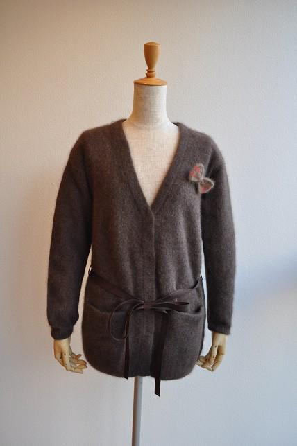 1kgのコーン糸 と ニットセーター1枚、重いのはどっち?