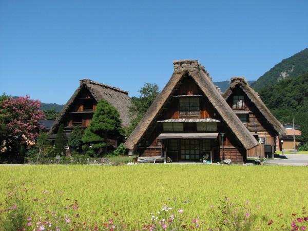 Shirakawa-go_houses_1
